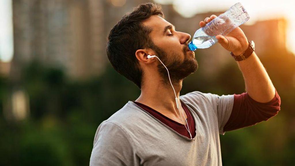 Cegah Mata Kering di Tengah Cuaca Ekstrem, Jangan Lupa Minum Air!