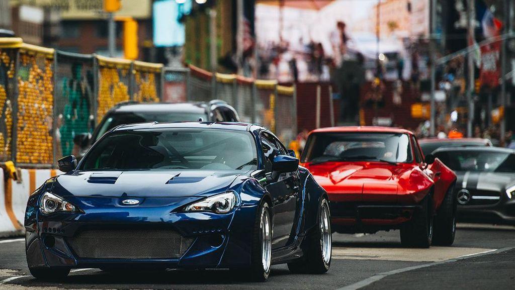 Mobil-Mobil di Film Fast 8 Mulai Adu Kecepatan Saat Syuting