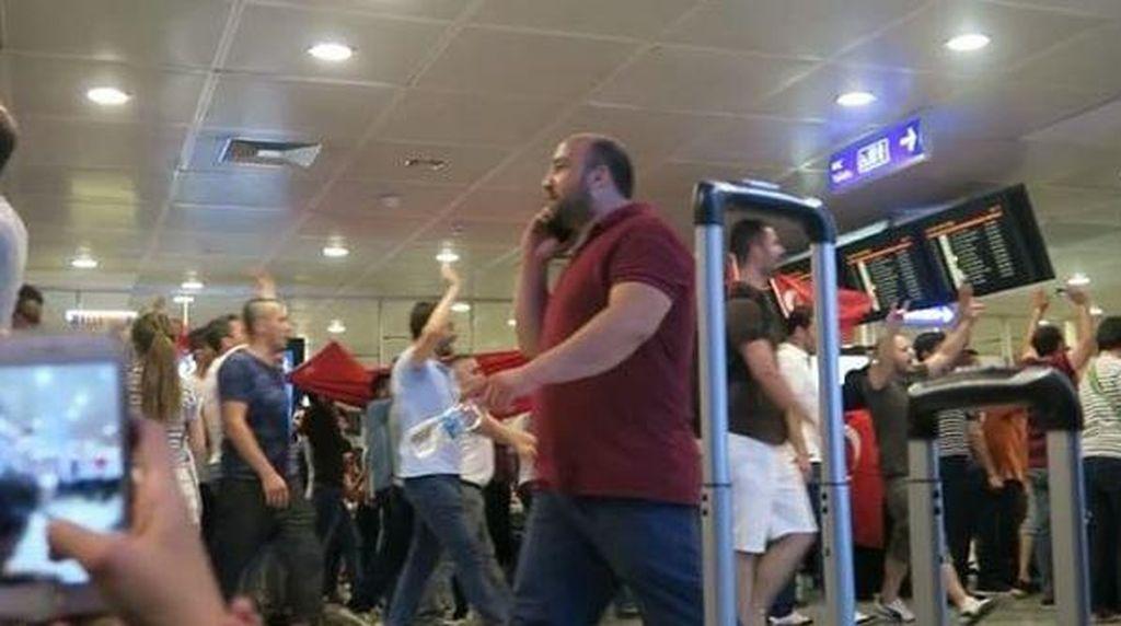 Cerita Amel Carla dan Keluarga Terjebak di Bandara Istanbul karena Kudeta
