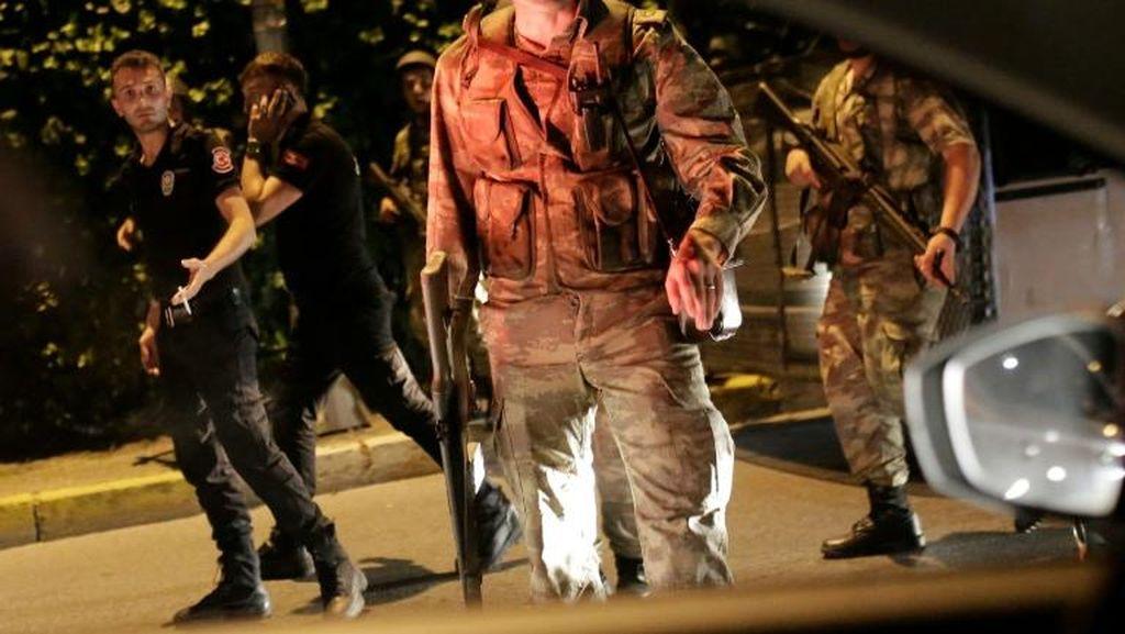 Militer Pelaku Kudeta Turki Umumkan Jam Malam dan Pemberlakuan Konstitusi Baru