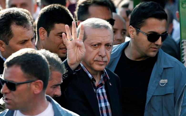 Paus Fransiskus Beri Erdogan Medali 'Malaikat Cekik Setan Perang'