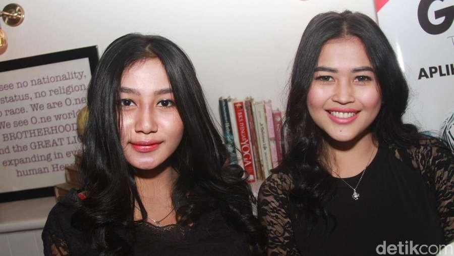 Indro Warkop Sumringah Foto Bareng Duo Serigala
