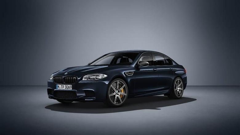 BMW M5 Terbaru Ngepot Sampai 82 Ribu Km