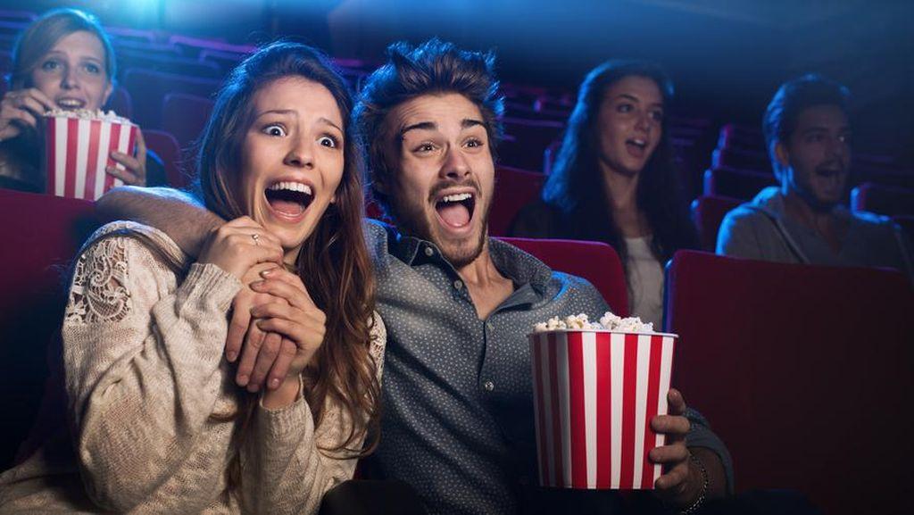 Viral! Ini Trik Unik Sembunyikan Camilan Saat Masuk Bioskop
