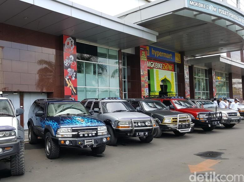 Komunitas Blazer, Belanja Sambil Halal Bihalal di MGK Kemayoran