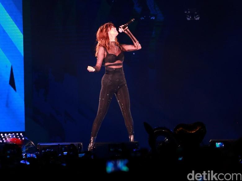 Bad Liar, Lagu Baru Selena Gomez yang Mirip dengan Single Talking Heads