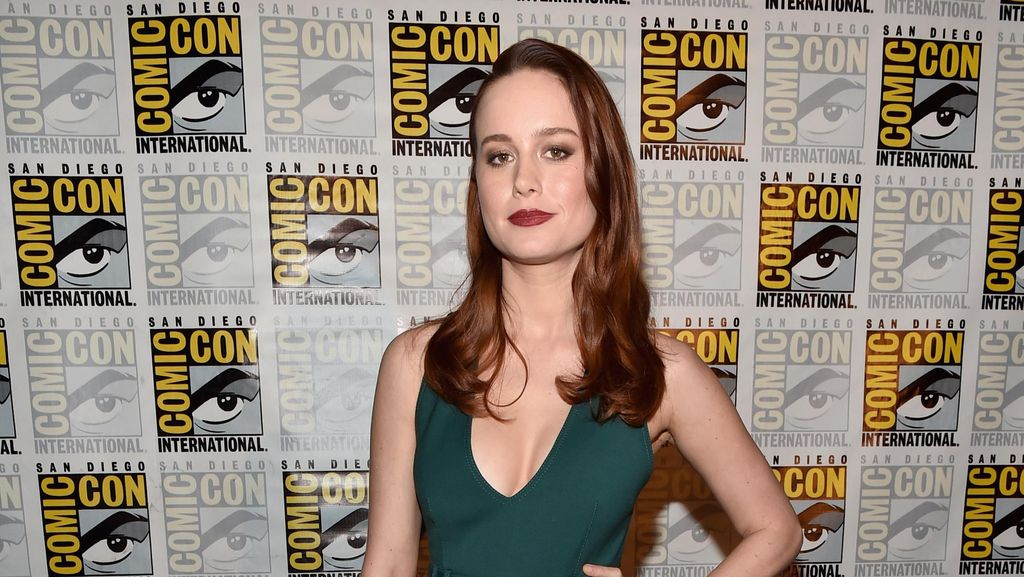 Pegang Perut Lumba-lumba, Brie Larson Dikecam Netizen