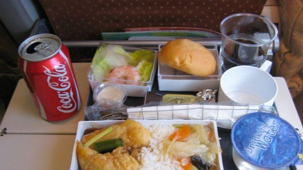 Saat Berada di Dalam Pesawat, 10 Makanan Ini Tak Boleh Disantap (2)