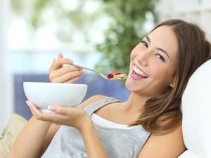 Konsumsi Makanan Pengaruhi Mood dengan Cara Berbeda pada Anak Muda dan Orang Tua