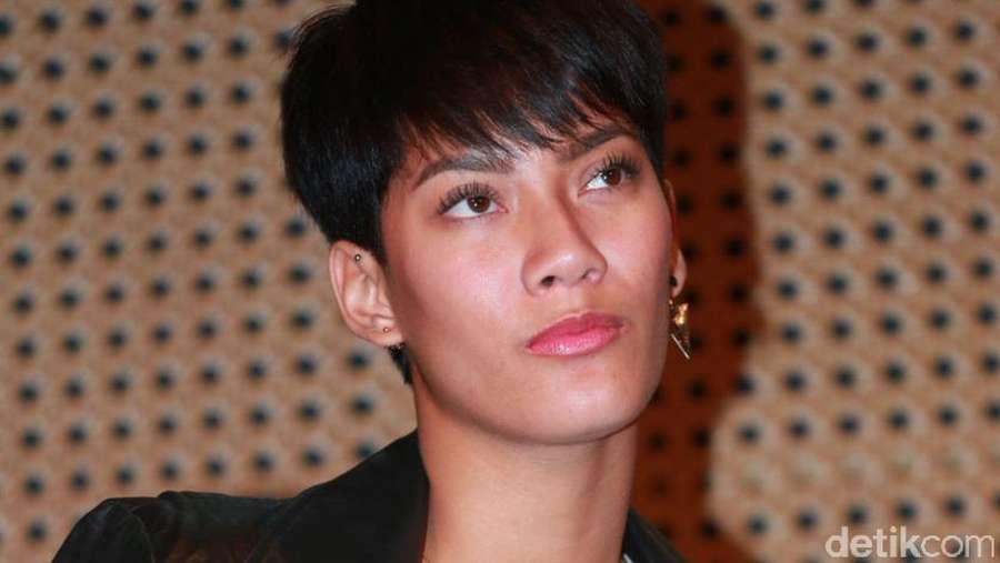 Tara Basro dan Rambutnya yang Superpendek