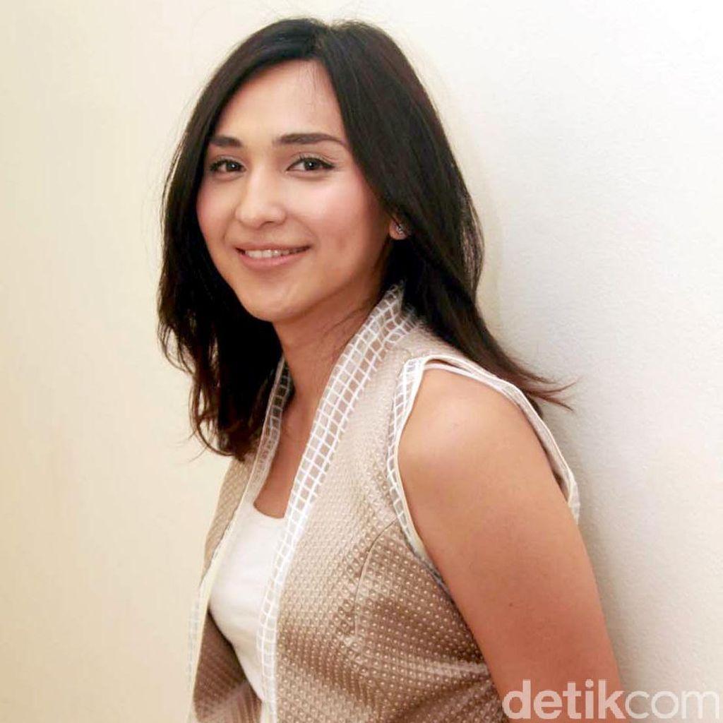 Dena Rachman Jadi Cewek Penggoda di Film Terbaru