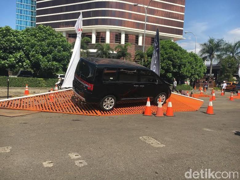 Mitsubishi Recall 995 Delica di Indonesia karena Masalah Airbag