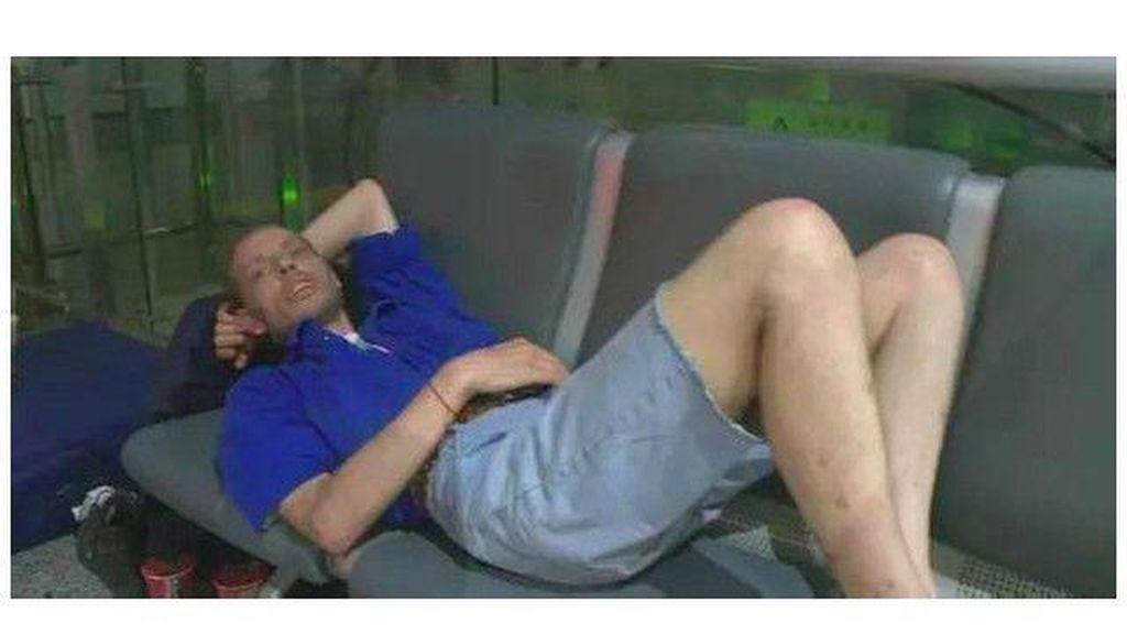 Pria Belanda Rela Tunggu 10 Hari di Bandara China Demi Kekasih dari Internet