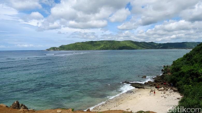 Pantai di kawasan Mandalika (Shafa/detikTravel)