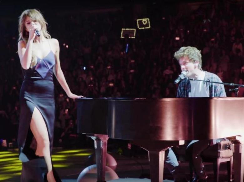 Terungkap! Selena Gomez dan Charlie Puth Rekaman di Dalam Lemari