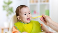 Si Kecil Baru Belajar Makan? Jangan Lupa Perkenalkan 5 Makanan Kaya Vitamin Ini!