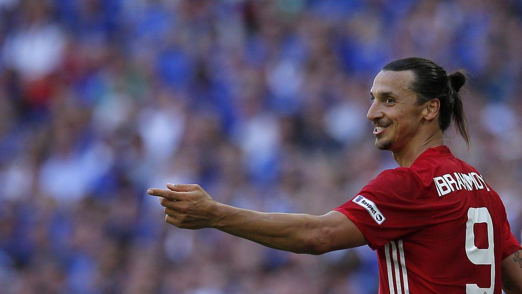 Cara Zlatan Panaskan Derby Manchester: Kirim Kado ke Claudio Bravo
