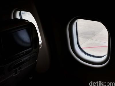 Alasan Tirai Jendela Pesawat Wajib Dibuka Saat Take Off & Landing