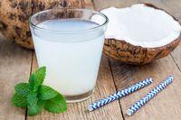 Air kelapa yang sehat mengandung elektrolit.