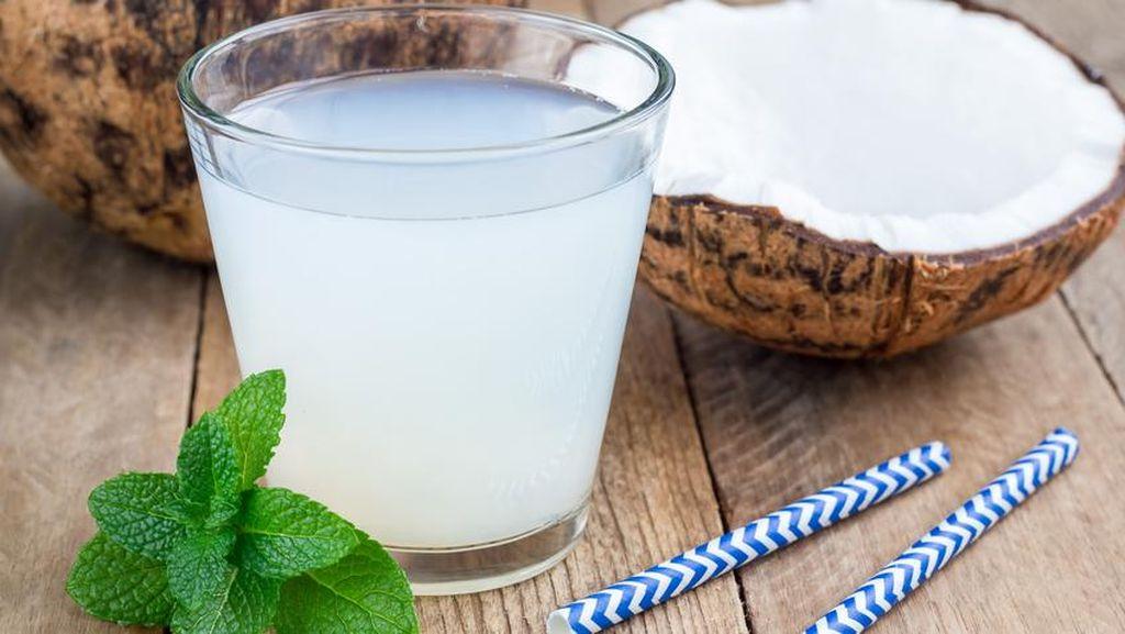 Kapan Sih Waktu yang Tepat untuk Minum Segelas Air Kelapa?