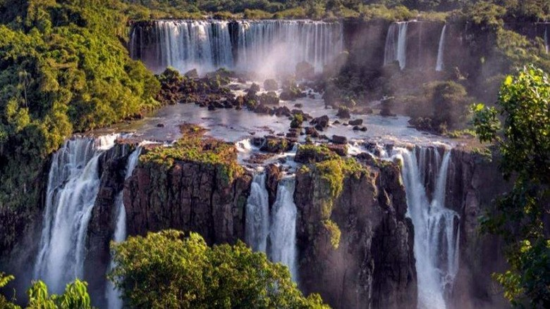 Air terjun Iguazu yang keren di perbatasan Argentina-Brasil (Thinkstock)
