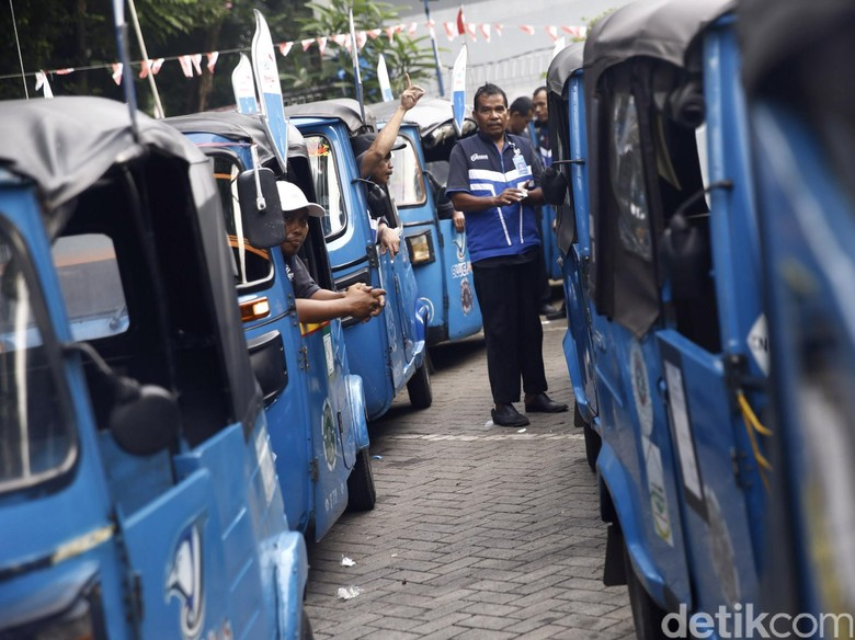 Banyak Ojek, Bajaj Bakal Dihapus dari Jakarta?