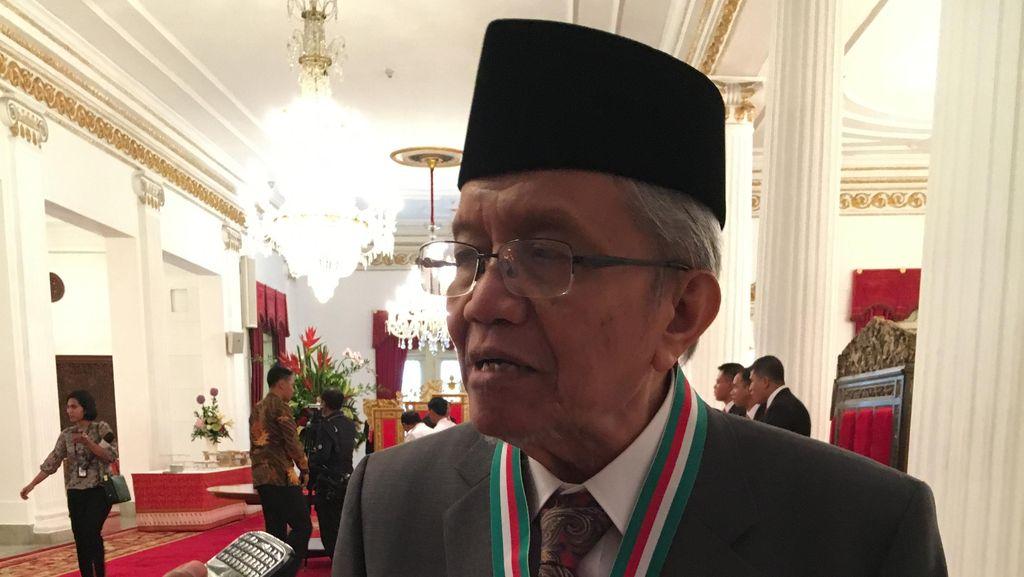 Dapat Tanda Kehormatan dari Jokowi, Taufik Ismail: Saya Terharu Dihargai Pemerintah