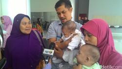 Setelah 4 bulan lebih mendapat perawatan di RSCM, hari ini Jumat (19/8), kembar siam Safira dan Saqira, diizinkan pulang. Suasana haru menyelimuti rumah sakit.