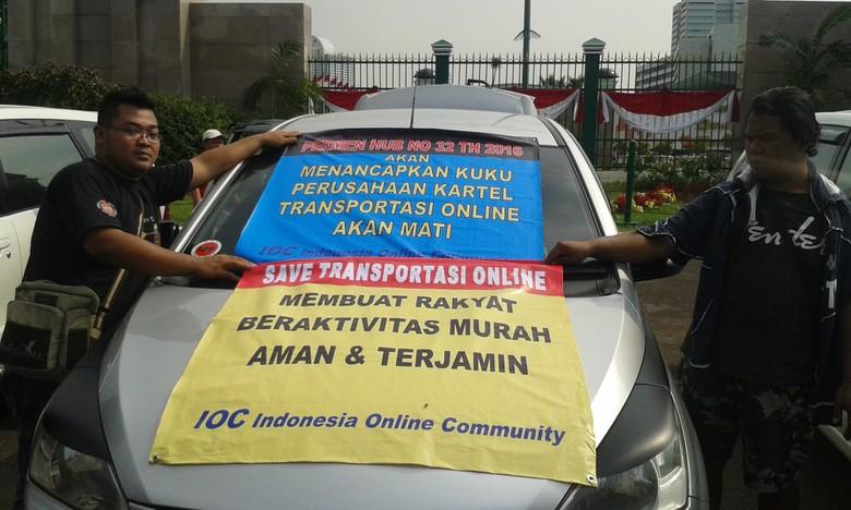 Taksi Online Diatur, Taksi dan Angkot Resmi Juga Harus Berbenah