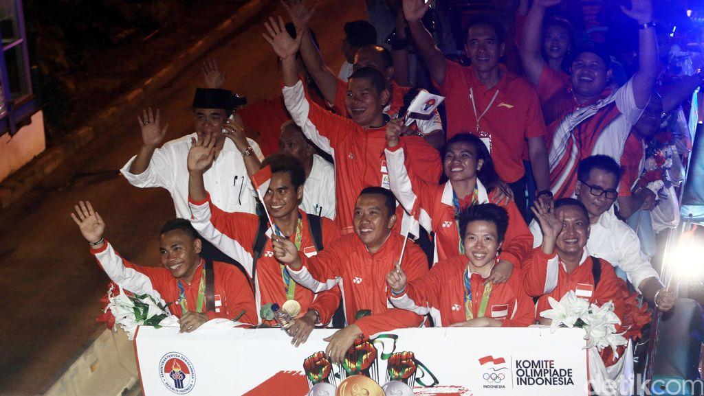 Atlet Olimpiade Indonesia Diarak ke Kemenpora