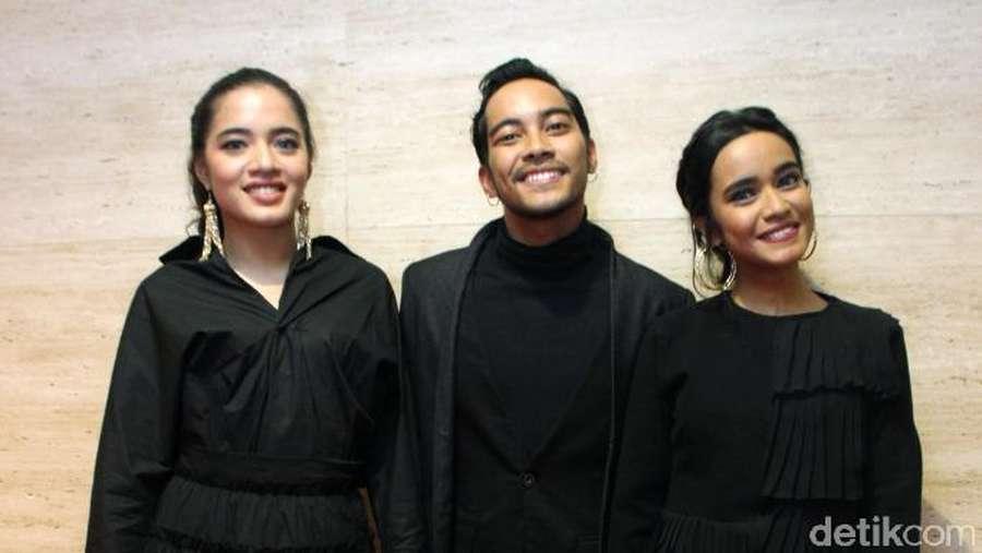Cool in Black! Gaya Para Musisi dengan Busana Hitam