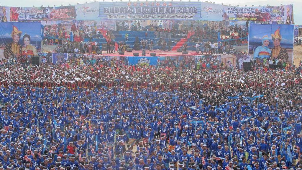 10 Ribu Penari Ramaikan Festival Budaya Tua Buton, Meriah!