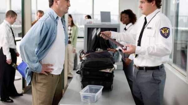 Mengapa Harus Lepas Sabuk Saat Masuk Bandara?