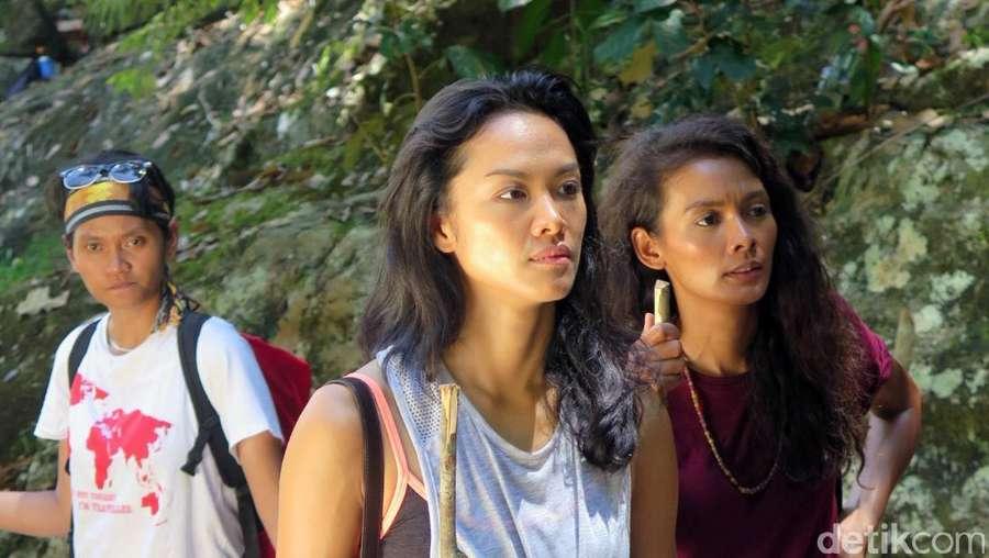 Petualangan Nadine, Kelly dan Ully  di Labuan Hati