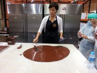 Di Hari Kartini 2 Wanita Ini Ajak Anda Makan Cokelat Sepuasnya, Mau?