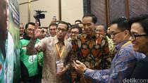 Jokowi Kunjungi Stand Go-Jek