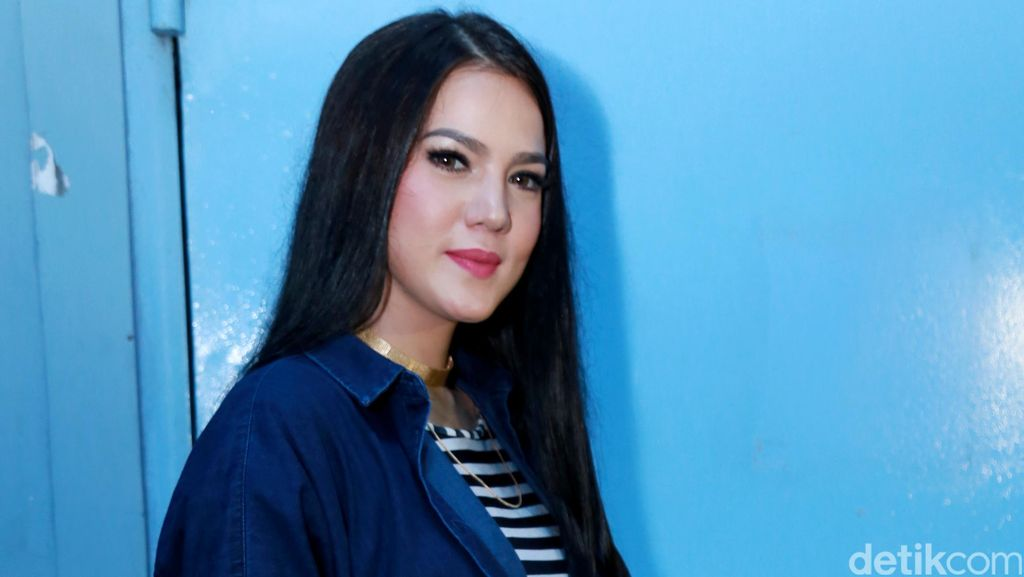 Alice Norin dan Vidi Aldiano Siap Buka-bukaan di Surabaya