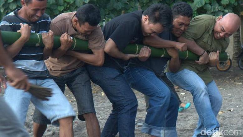 Permainan Bambu Gila yang mistis (Afif/detikTravel)