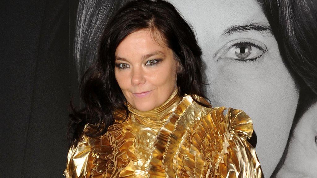 Dilecehkan Sutradara, Bjork Mengaku Kerap Dibelai dan Dikirim Gambar Seks
