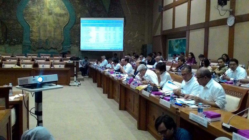 Panas Karena Adu Mulut, Rapat Luhut dengan DPR Ditunda
