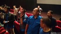 Ahok Ajak Pasukan Biru Nobar Warkop DKI di Bioskop karena Sudah Kerja Keras