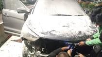 Mobil Hyundai Terbakar di Jalan HR Rasuna Said, Arus Lalin ke Mampang Padat