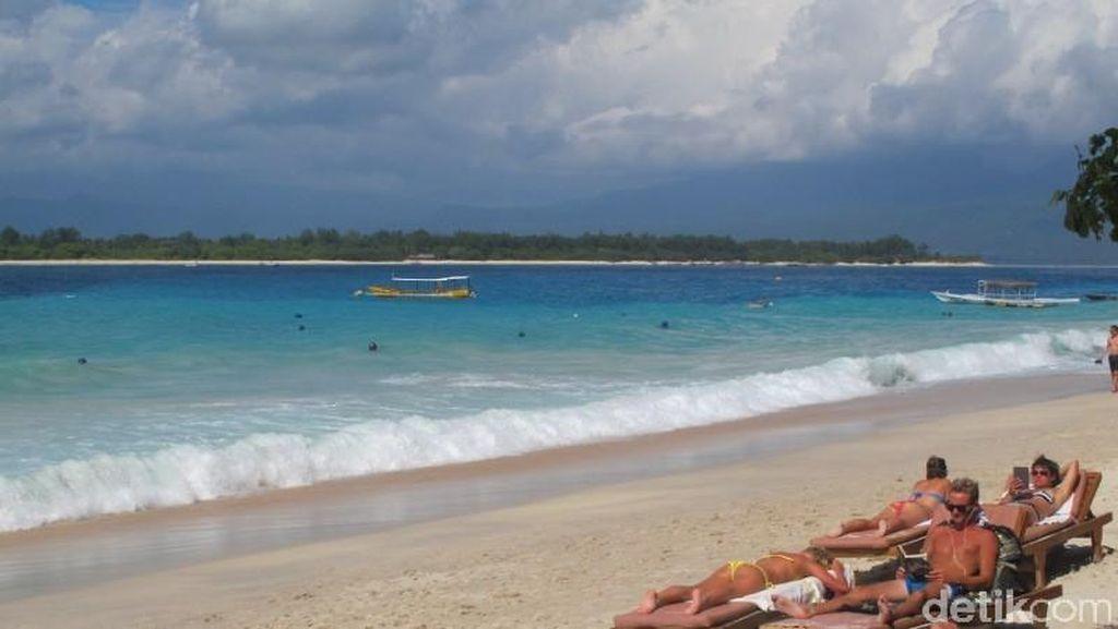 Antara Wisata Halal & Kehidupan Ala Barat di Lombok