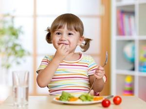 Si Kecil Tak Suka Bayam? Olah Saja Menjadi 5 Makanan Enak Ini!