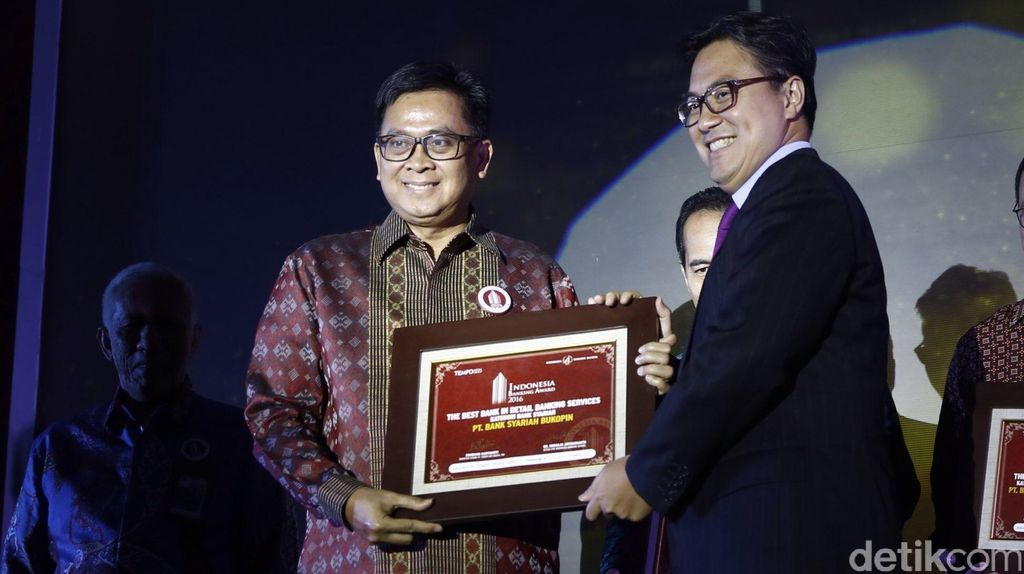 Penghargaan The Best Bank in Retail Banking Service