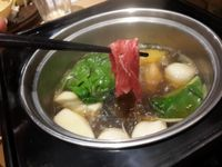 Shabu-shabu dengan kuah kaldu enak.