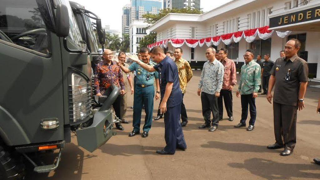 Isuzu Sumbang 3 Kendaraan ke Kementerian Pertahanan
