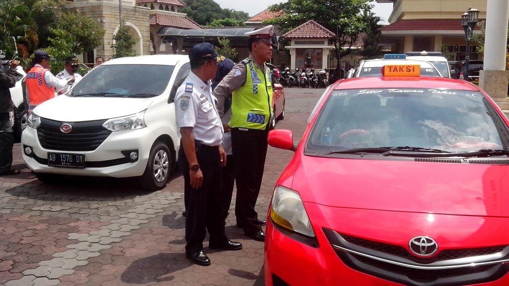 Sudah Tepatkah Aturan Tarif Batas Atas dan Bawah untuk Taksi Online?