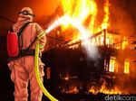 Sebuah Pabrik Payung di Depok Terbakar