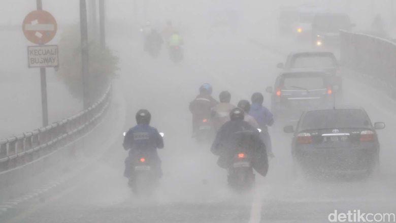 BMKG Prediksi Sebagian Besar Wilayah RI Hujan Lebat 5 Hari ke Depan